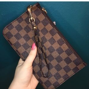 Handbags - Dark & Light Brown Checker Wrist Purse Wristlet